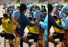 Hombre con fobia a las agujas acudió a vacunarse contra la COVID-19 con antifaz de oso panda (VIDEO)
