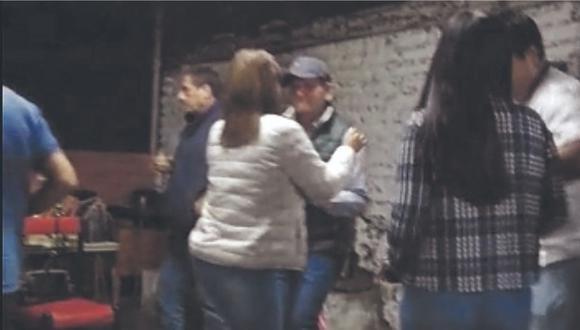 Difunden video en el que aparecen bailando José Morales  y otros servidores del sector, entre ellos la titular adjunta Sheyla Chumbile.