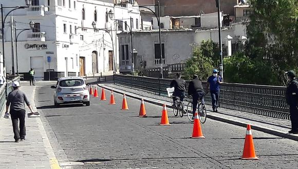 Colocan conos en el puente Bolognesi de Arequipa para proteger a ciclistas