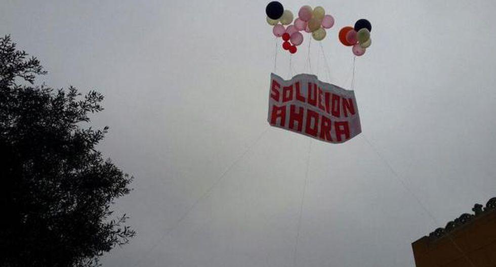 Con globos le recuerdan a Humala huelga médica