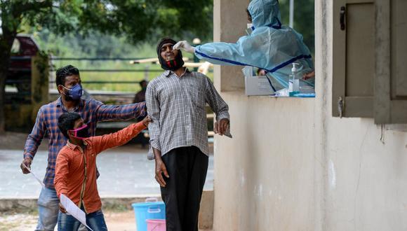 India registra 7,05 millones de casos y más de 108.000 fallecidos por covid-19 tras la primera muerte registrada por esta causa a mediados de marzo. (Foto: NOAH SEELAM / AFP)