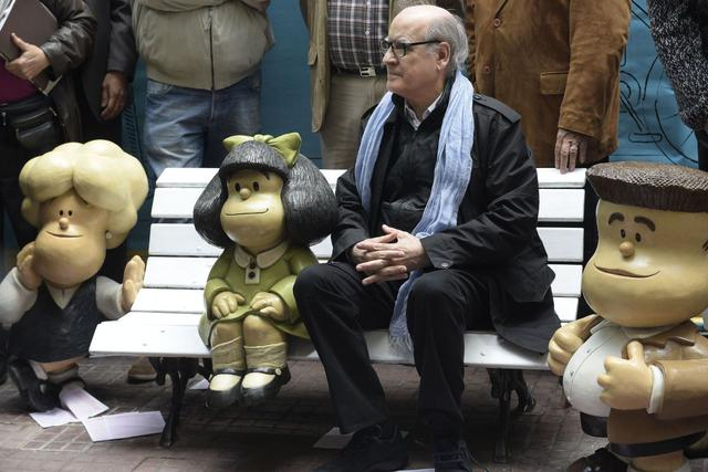 Cartoonist Joaquín Salvador Lavado known as Quino, seats next to Mafalda(2L) the mythical rebellious and incisive girl created by him in Buenos Aires on September 29, 2014. Mafalda meets today 50 years since its first publication. Next to them two of the caracters of the cartoon Susanita (L) and Manolito (R).   AFP PHOTO / DANIEL GARCIA