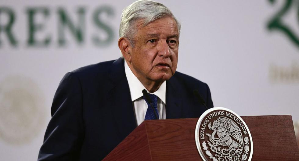 El presidente mexicano Andrés Manuel López Obrador (AMLO) habla durante su conferencia de prensa matutina diaria en el Palacio Nacional en la Ciudad de México, el 20 de abril de 2021. (PEDRO PARDO / AFP).