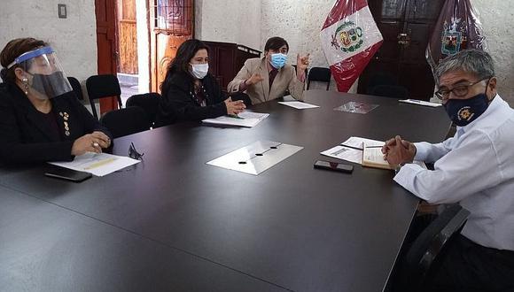 Docentes de Arequipa piden respaldo de consejeros
