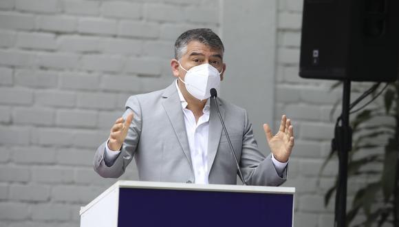 Julio Guzmán sorprendió al mostrar su faceta como cantante. (Foto: Archivo de GEC)