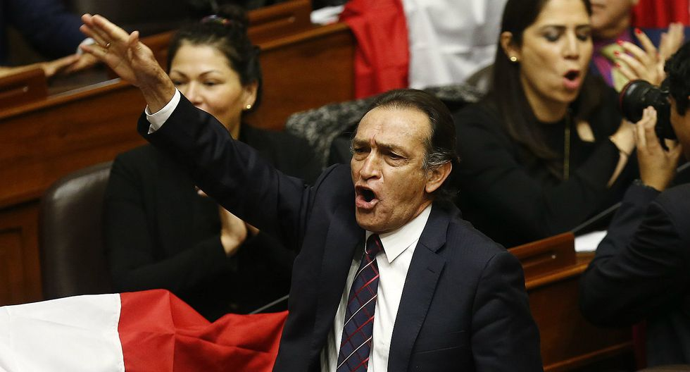 "Héctor Becerril: ""Las calles deben manifestarse rechazando esta resolución política"""