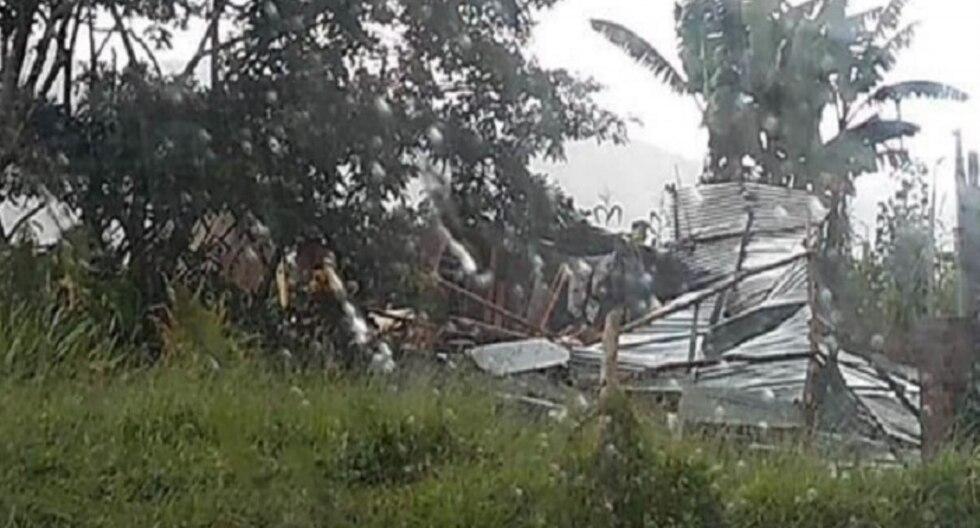 Los fuertes vientos ocasionaron que vuelen y se deprendan los techos de las casas en el distrito de San Nicolás. (Foto: Andina)