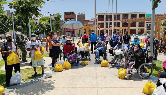 Entregan canastas de víveres a personas con discapacidad en Ica