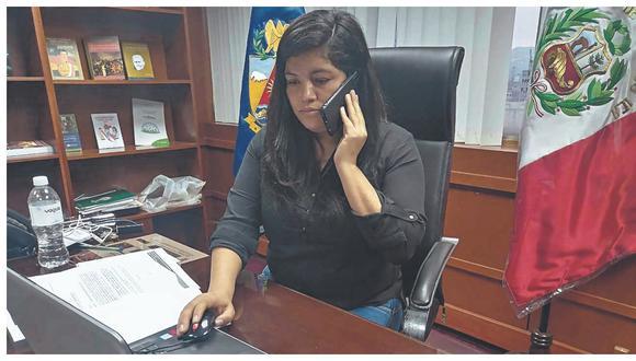 Legisladora sostiene que no se encuentra de acuerdo con declaraciones y decisiones de vocero durante crisis nacional.
