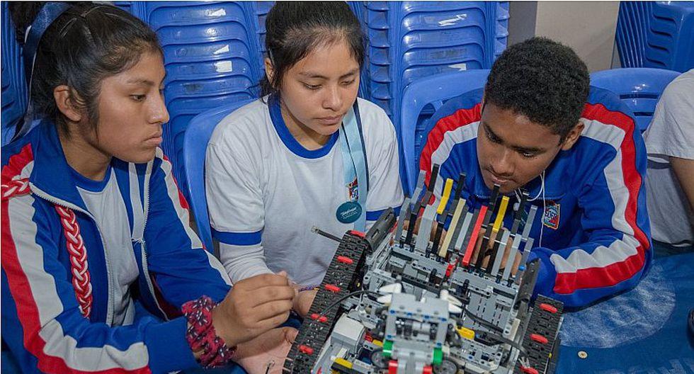 Alumnos del colegio de Villa El Salvador crean robot recolector de basura (VIDEO)