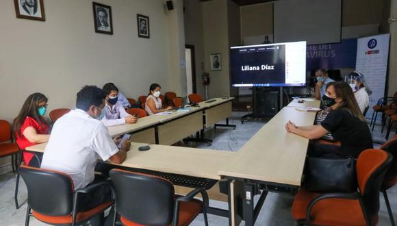 Los funcionarios de diversas entidades escucharon los reclamos de los voluntarios del ensayo clínico de Sinopharm. (Foto: INS)