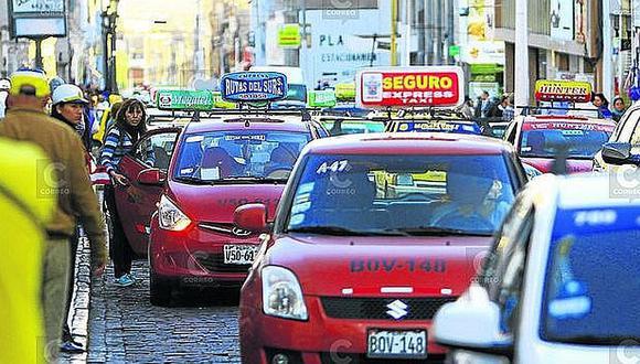 Taxistas formales advierten protesta por suspensión del servicio