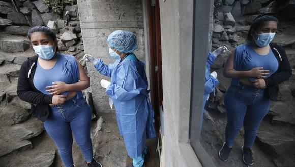 Personal del Minsa se acercó a Ate Vitarte para vacunar en la zona donde se detectaron los casos de variante Delta Plus. | Foto: GEC