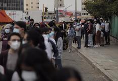 COVID-19: Gran afluencia de público en primer día de vacunación a mayores de 18 años (FOTOS)