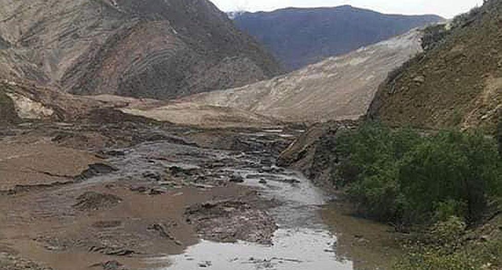 Reportan 15 desaparecidos en derrumbe de cerro en Suchimán (VIDEO)