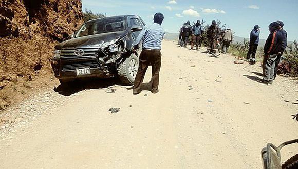 Camioneta de municipio de Carabaya provoca accidente y deja un herido