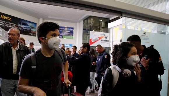 Los cinco estudiantes dominicanos viajaron de Wuhan a Ucrania. (AFP).
