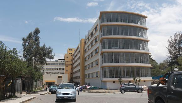 Reforzaron la seguridad y colocarán rejas en las ventanas del hospital para evitar que se repitan más casos de suicidios. (Foto: Eduardo Barreda / GEC)