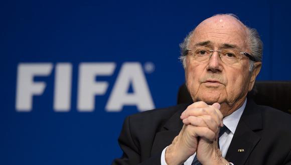 """FIFA: Joseph Blatter afirma verse """"condenado de antemano"""" y seguirá en su cargo"""