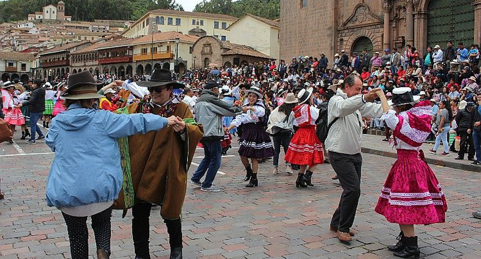 Carnaval abanquino llegó hasta la Plaza Mayor de Cusco