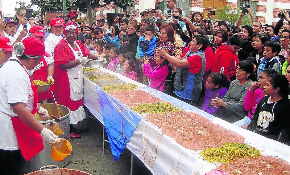 """En Chincha miles degustaron la """"Carapulcra con Sopa seca"""""""