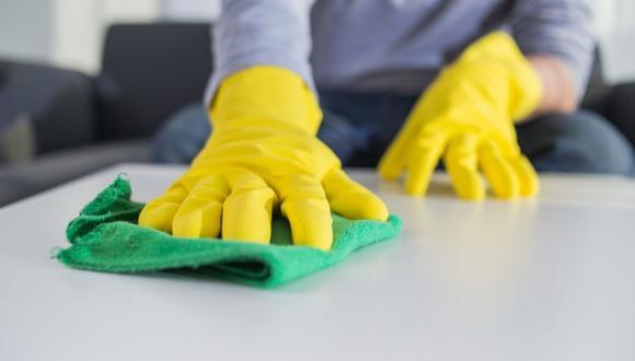 Para los especialistas el mal uso, o el uso excesivo de productos de limpieza doméstica pueden representar un peligro para la salud y tener un impacto mínimo en la transmisión viral. (Foto: Freepik)