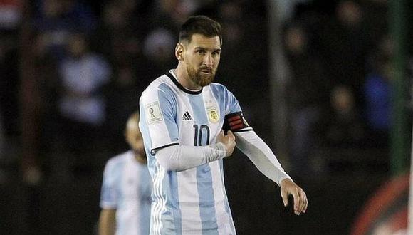 """Hincha asegura que Messi es un """"extraterrestre"""" y muestra curioso tatuaje (FOTOS)"""