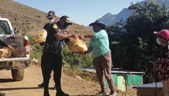 Policías realizan actividad humanitaria en Ticrapo.
