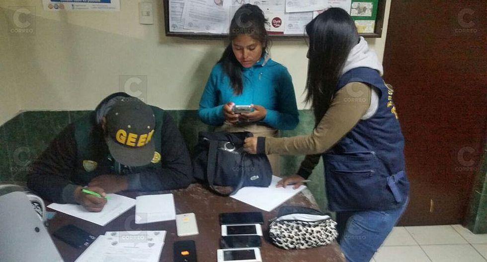 Intervienen a mujer con celulares robados