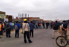 Obreros protestan por implementos y sueldos