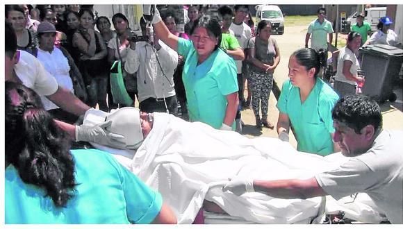 Techo de hospital se rompe, obreros caen y uno muere