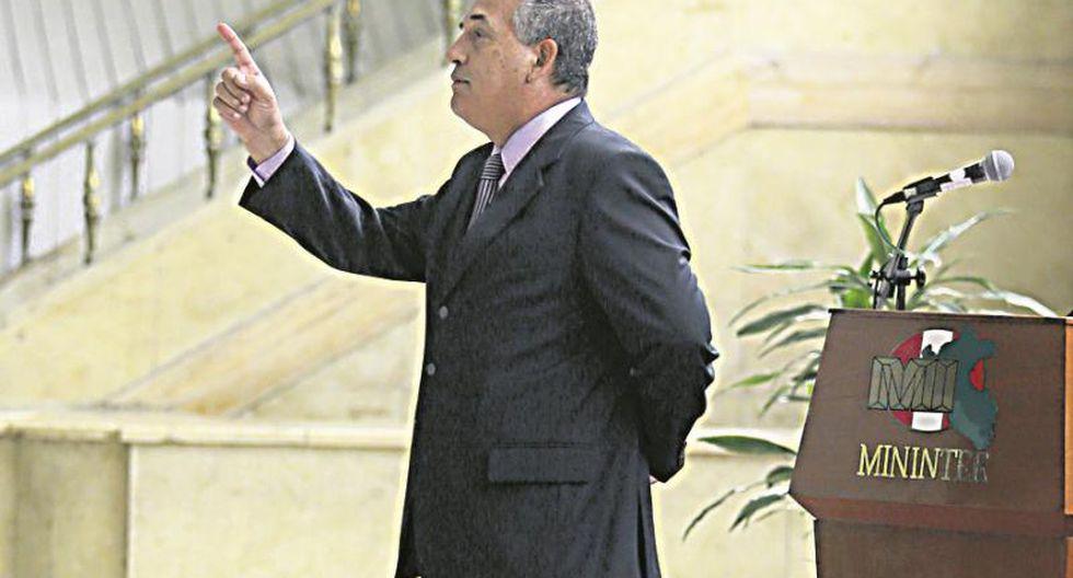 """Fernando Rospigliosi: """"Daniel Urresti solo revienta cohetes"""""""