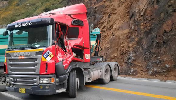 Plinio Baldeón se dirigía de Lima a la zona central del país, cuando de pronto cayó una roca en la cabina del tráiler que conducía