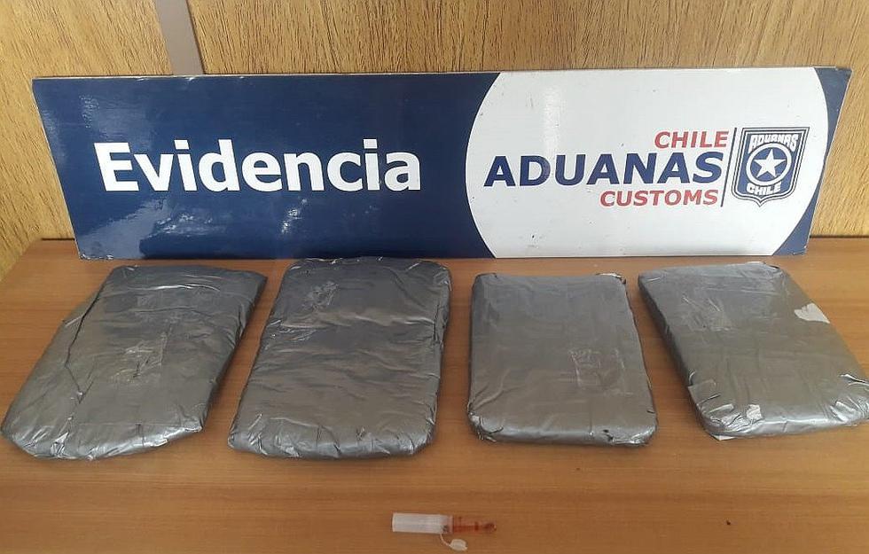 Caen dos peruanos y tres extranjeros con droga tras viajar de Perú a Chile