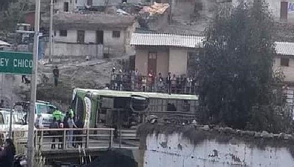 16 pasajeros resultan heridos tras vuelco de ómnibus en Quiruvilca  (VIDEO)
