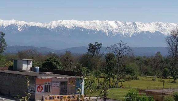 La cadena de montañas del Himalaya se aprecia a una distancia de 230 kilómetros gracias al confinamiento en la India por el coronavirus. (Foto: Twitter @abbu_pandit)