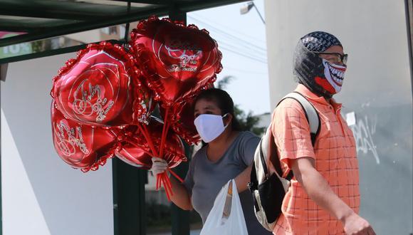 Venta de globos por el Día de la Madre. (Lino Chipana/GEC)