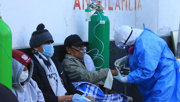 Buscan 60 médicos para combatir la COVID-19 en Arequipa