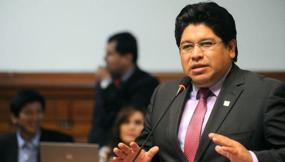 Rennán Espinoza, quien renunció a Somos Perú, se inscribió como militante de Victoria Nacional en el 2020. (Foto: Congreso)