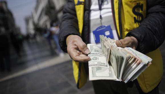 En el mercado paralelo o casas de cambio de Lima, el tipo de cambio se cotiza a S/ 3.980 la compra y S/ 4.020 la venta. (Foto: Joel Alonzo / GEC)