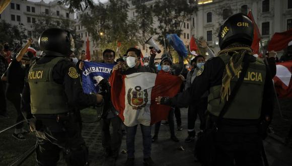 Los seguidores de Perú Libre protagonizaron tensos momentos con los manifestantes que están en contra del presidente Pedro Castillo. (Foto: Joel Alonzo / @photo.gec)
