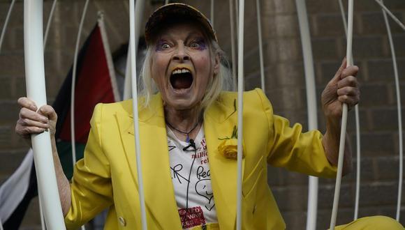La diseñadora de estilo punk protestó en octubre en contra de la extradición del creador de Wikileaks, Julian Assange, en Londres. (Foto: AFP)