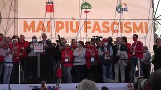 Cientos de italianos marchan en Roma contra el fascismo
