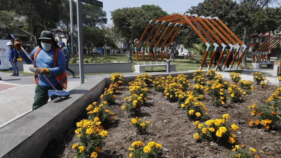 La Municipalidad Metropolitana de Lima (MML) entregó -este jueves- el renovado parque Gonzales Olaechea, que ahora cuenta con 64 nuevos reflectores LED, una fuente iluminada y un puesto de Serenazgo, a fin de brindar mayor seguridad a los vecinos del Cercado de Lima. (Foto: Jorge Cerdan/@photo.gec)