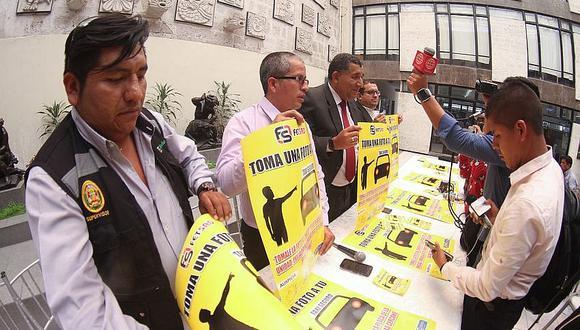 """Taxistas lanzan campaña """"Toma una foto a tu taxi seguro"""""""