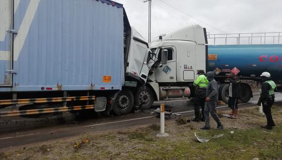 Por el accidente el tránsito vehicular se limitó a un solo carril hasta retirarse las unidades. Según las primeras investigaciones, la velocidad e imprudencia de ambos conductores, habría ocasionado el accidente.