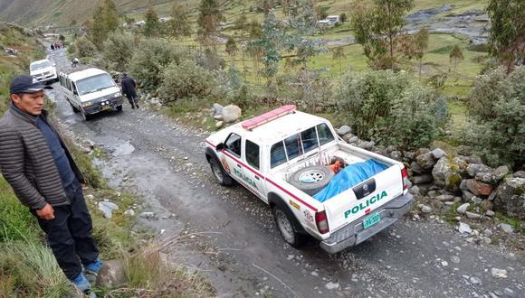 Autoridades del distrito procedieron con el levantamiento del cadáver. (Foto: Difusión)