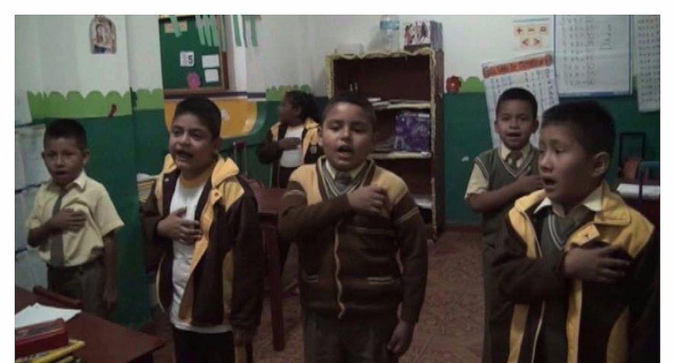 Niños cantan himno nacional en quechua (VIDEO)
