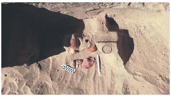 Días atrás se descubrió un entierro preinca. Se encontró una osamenta y vasijas asociados a la Cultura Mochica.