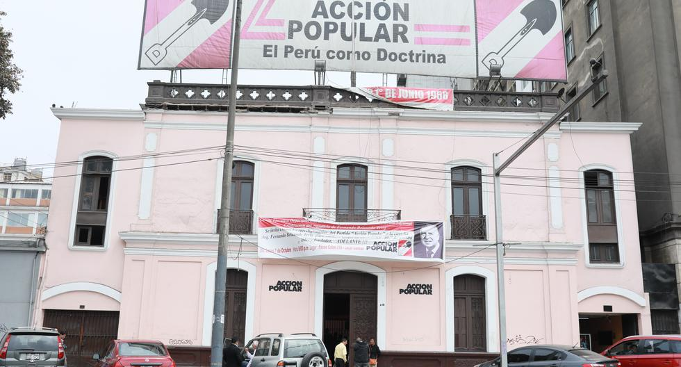 Miembros del comité político de Acción Popular emiten comunicados diferentes sobre llamadas de Merino a FF.AA.